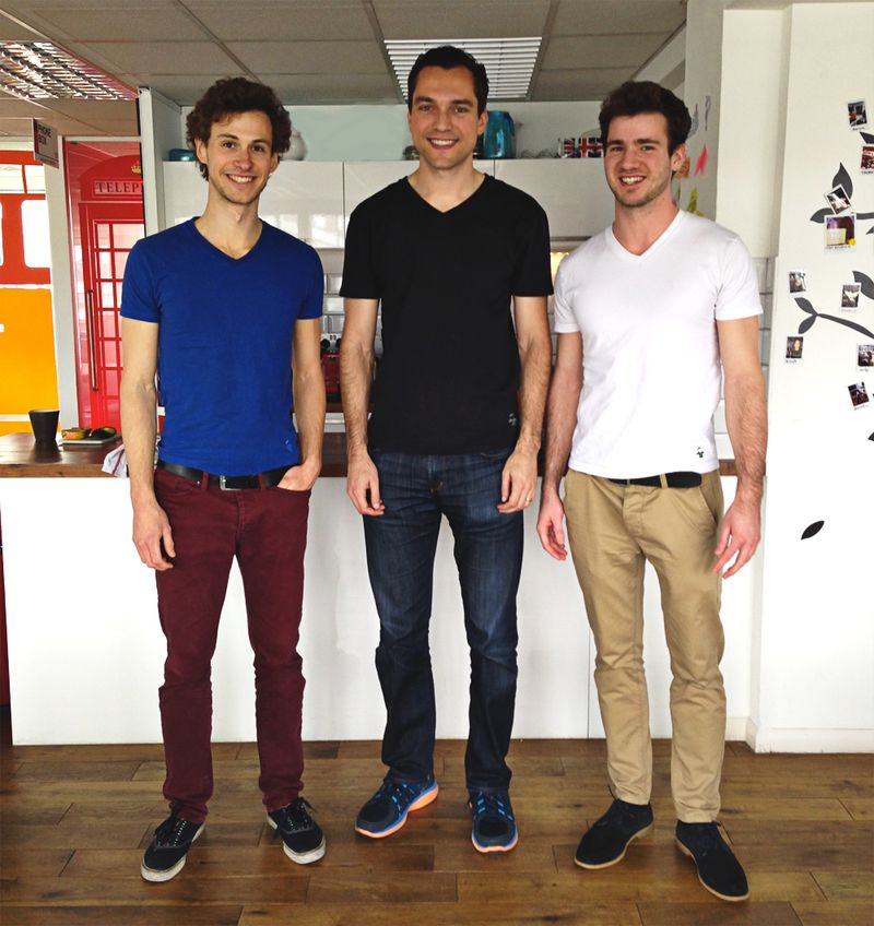 T-shirt-goudronblanc-nathan-blecharczyk-airbnb